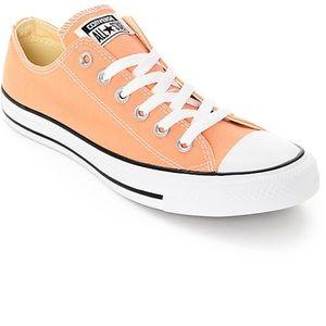 Peach color 🍑 converse shoes!